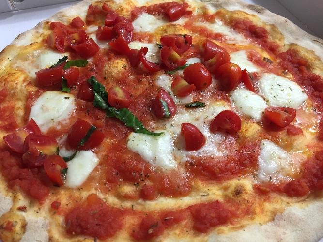 http://www.ragusanews.com//immagini_articoli/20-12-2015/la-vera-pizza-napoletana-a-donnalucata-500.jpg