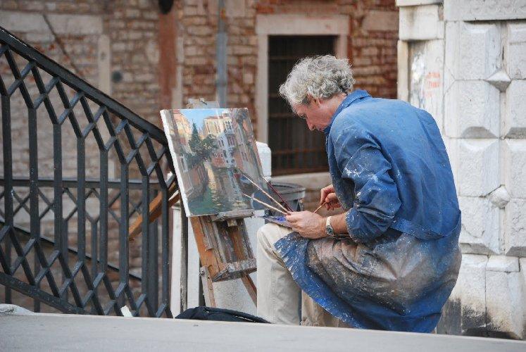 https://www.ragusanews.com//immagini_articoli/20-12-2017/venezia-vecchio-pittore-500.jpg