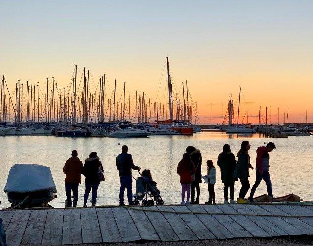 https://www.ragusanews.com//immagini_articoli/20-12-2018/aprono-mercatini-porto-marina-ragusa-500.jpg
