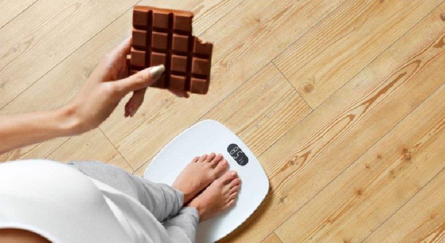 https://www.ragusanews.com//immagini_articoli/20-12-2019/dimagrire-con-la-dieta-cioccolato-500.jpg