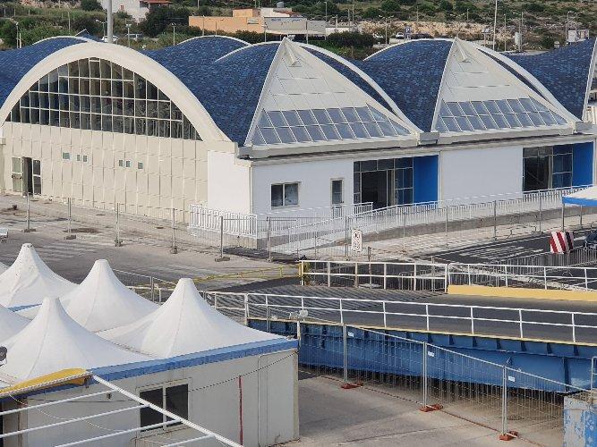 https://www.ragusanews.com//immagini_articoli/20-12-2019/rinviata-l-inaugurazione-stazione-passeggeri-a-pozzallo-500.jpg