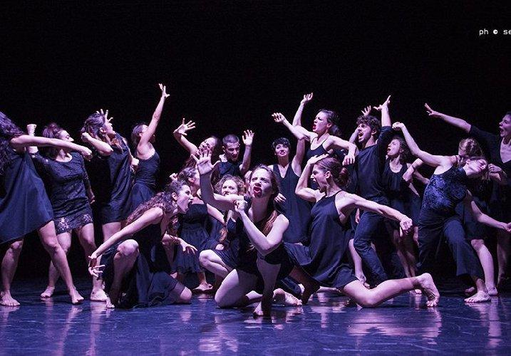 https://www.ragusanews.com//immagini_articoli/20-12-2019/se-la-danza-e-muddica-a-catania-500.jpg