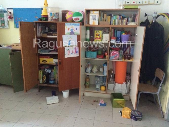 http://www.ragusanews.com//immagini_articoli/21-01-2016/i-vandali-alla-rogasi-scuola-chiusa-500.jpg