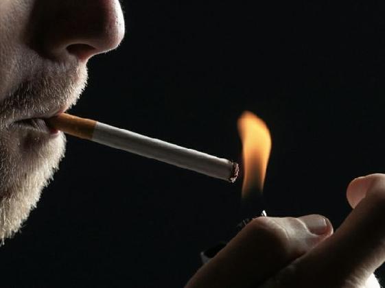 http://www.ragusanews.com//immagini_articoli/21-01-2017/fuma-aeroporto-comiso-multa-euro-420.jpg