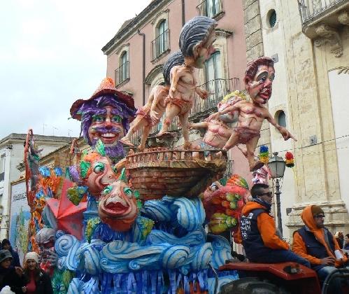 https://www.ragusanews.com//immagini_articoli/21-01-2017/palazzolo-acreide-carnevale-febbraio-420.jpg