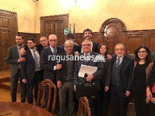https://www.ragusanews.com//immagini_articoli/21-01-2019/azionisti-bapr-ragusa-ricevuti-sottosegretario-villarosa-240.jpg