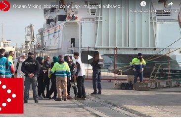 https://www.ragusanews.com//immagini_articoli/21-01-2020/a-pozzallo-i-39-migranti-ocean-viking-la-lega-non-sono-profughi-240.jpg