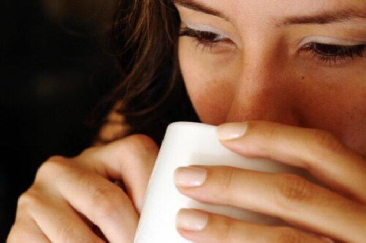 https://www.ragusanews.com//immagini_articoli/21-01-2020/bere-acqua-calda-aiuta-a-perdere-peso-e-a-dimagrire-500.jpg