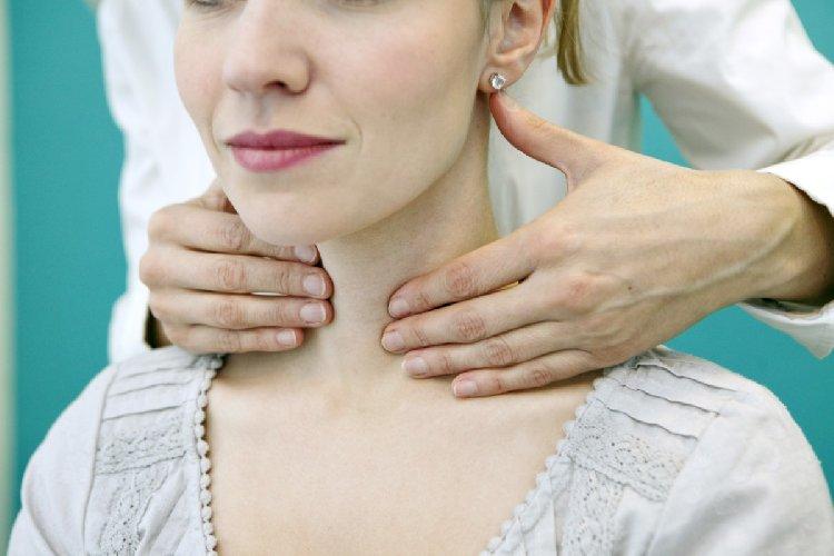 https://www.ragusanews.com//immagini_articoli/21-01-2020/la-dieta-tiroide-gli-alimenti-giusti-per-controllare-il-peso-500.jpg
