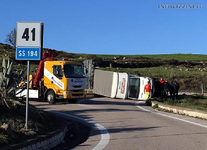 http://www.ragusanews.com//immagini_articoli/21-02-2016/nuovo-incidente-sulla-ragusa-catania-500.jpg