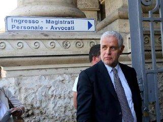 https://www.ragusanews.com//immagini_articoli/21-02-2019/formigoni-carcere-sentenza-definitiva-240.jpg