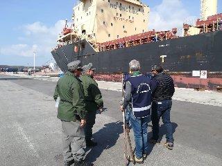 https://www.ragusanews.com//immagini_articoli/21-02-2019/nave-vitosha-pozzallo-grano-duro-sospetto-240.jpg