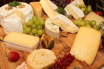 https://www.ragusanews.com//immagini_articoli/21-02-2020/formaggi-e-colesterolo-quali-scegliere-240.jpg