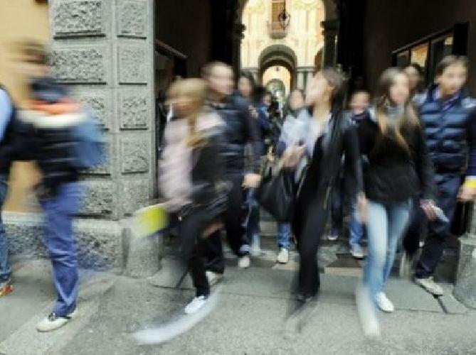 https://www.ragusanews.com//immagini_articoli/21-03-2013/la-bidella-fa-la-guerra-a-chi-marina-la-scuola-500.jpg