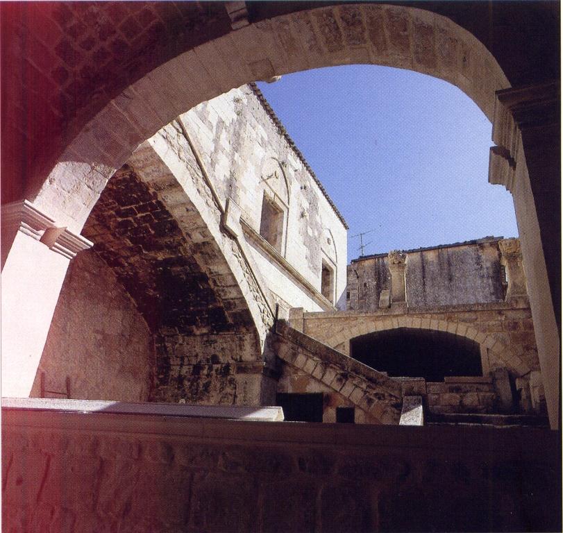 https://www.ragusanews.com//immagini_articoli/21-03-2015/1426969095-1-tracce-di-storia-a-palazzo-ribera.jpg