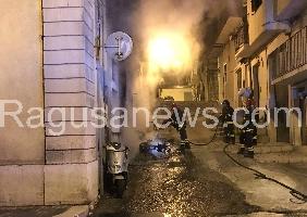 http://www.ragusanews.com//immagini_articoli/21-03-2017/scicli-incendio-doloso-200.jpg