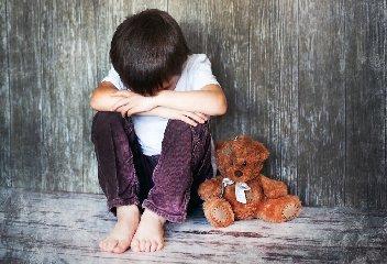 https://www.ragusanews.com//immagini_articoli/21-03-2019/acate-arrestata-coppia-genitori-per-abbandono-minori-240.jpg