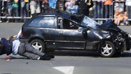https://www.ragusanews.com//immagini_articoli/21-03-2019/modica-auto-pirata-investe-riduce-fin-vita-uomo-240.jpg