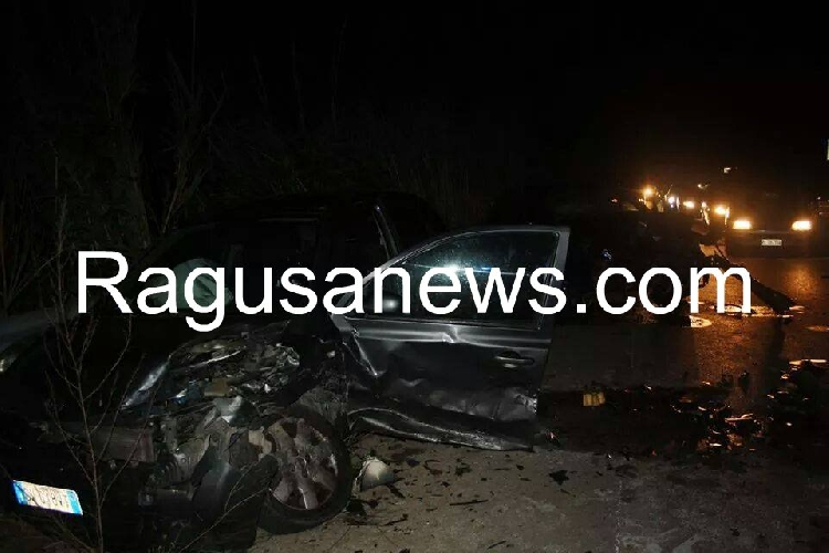 http://www.ragusanews.com//immagini_articoli/21-04-2014/incidente-a-marina-di-modica-500.jpg