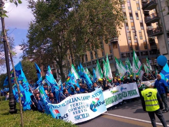 http://www.ragusanews.com//immagini_articoli/21-04-2017/sciopero-metronotte-manifestazione-500.jpg