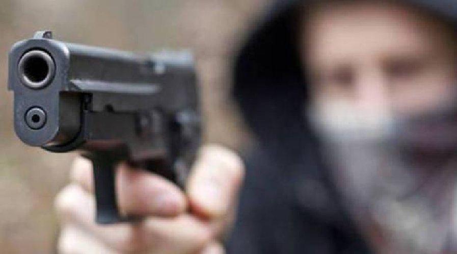 https://www.ragusanews.com//immagini_articoli/21-04-2018/denunciato-identificato-secondo-rapinatore-modica-alta-500.jpg