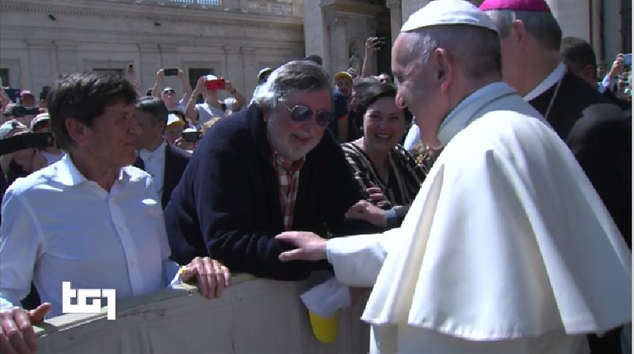 https://www.ragusanews.com//immagini_articoli/21-04-2018/doveva-dire-francesco-guccini-avrebbe-incontrato-papa-500.png