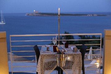 https://www.ragusanews.com//immagini_articoli/21-04-2019/il-ristorante-vidi-al-castello-tafuri-inaugura-la-stagione-con-menu-240.jpg