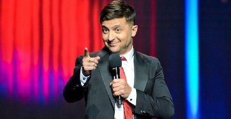 https://www.ragusanews.com//immagini_articoli/21-04-2019/ucraina-il-comico-zelensky-e-eletto-presidente-con-il-73-per-cento-240.jpg