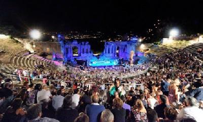 https://www.ragusanews.com//immagini_articoli/21-04-2020/rinviato-il-taormina-filmfest-240.jpg