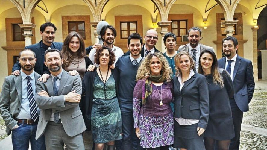 http://www.ragusanews.com//immagini_articoli/21-05-2014/fondo-per-credito-alle-pmi-siciliane-coi-soldi-dei-deputati-5-stelle-ars-500.jpg