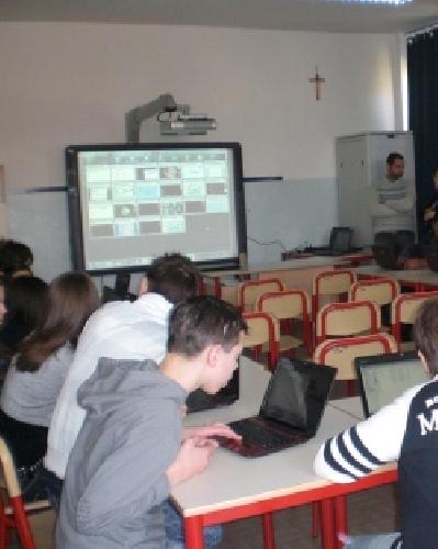 http://www.ragusanews.com//immagini_articoli/21-05-2014/furto-di-tablet-a-scuola-gli-alunni-scrivono-una-lettera-500.jpg