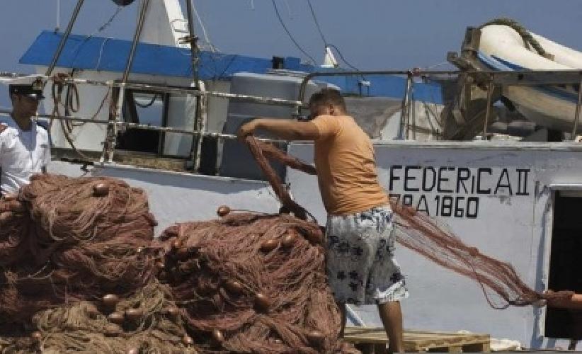 http://www.ragusanews.com//immagini_articoli/21-05-2014/i-pescatori-preoccupati-del-cavo-di-alta-tensione-sottomarino-con-malta-500.jpg