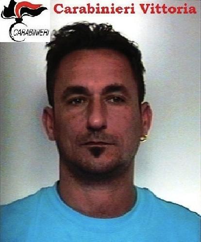 http://www.ragusanews.com//immagini_articoli/21-05-2015/droga-arrestato-domenico-de-simone-500.jpg