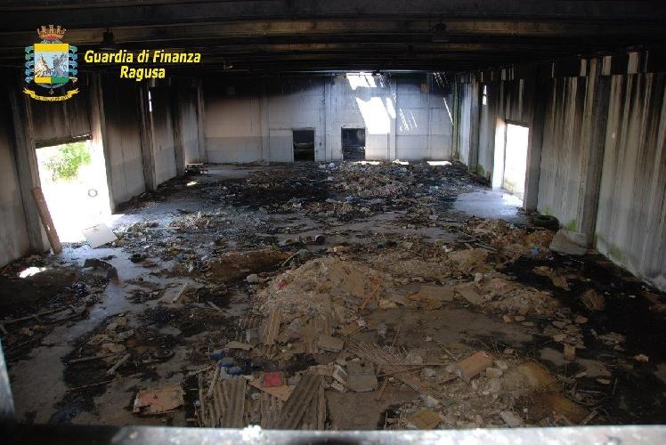 http://www.ragusanews.com//immagini_articoli/21-05-2015/sequestrata-discarica-abusiva-di-rifiuti-500.jpg