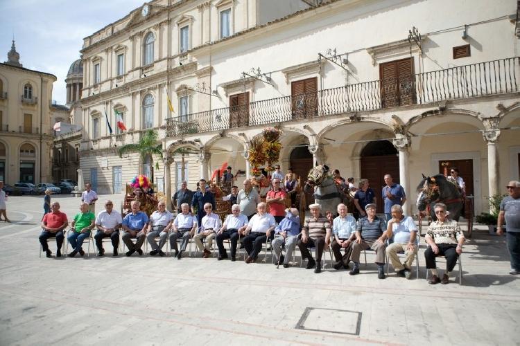 https://www.ragusanews.com//immagini_articoli/21-05-2015/una-mostra-del-carretto-siciliano-a-comiso-500.jpg