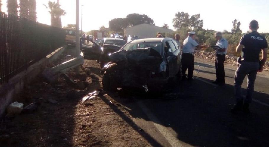 http://www.ragusanews.com//immagini_articoli/21-05-2017/incidente-auto-comisovittoria-500.jpg