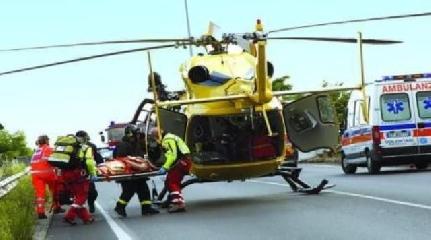 http://www.ragusanews.com//immagini_articoli/21-05-2017/padre-figlio-incidente-moto-padre-trasportato-elisoccorso-240.jpg