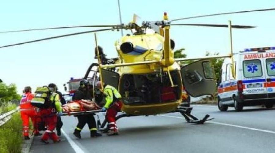 http://www.ragusanews.com//immagini_articoli/21-05-2017/padre-figlio-incidente-moto-padre-trasportato-elisoccorso-500.jpg