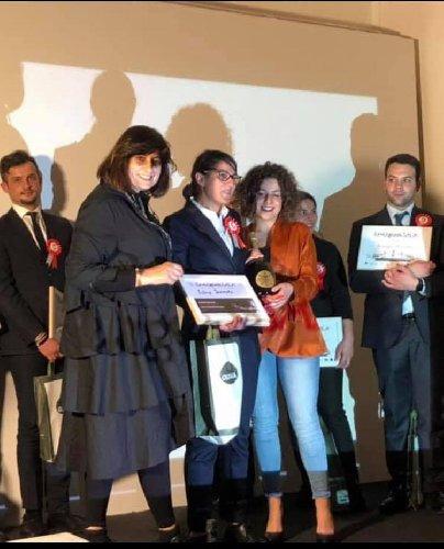 https://www.ragusanews.com//immagini_articoli/21-05-2019/napoli-premio-per-sommelier-modicana-ivana-iemmolo-500.jpg