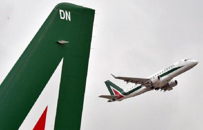 https://www.ragusanews.com//immagini_articoli/21-05-2019/sicilia-i-56-voli-cancellati-da-alitalia-500.jpg