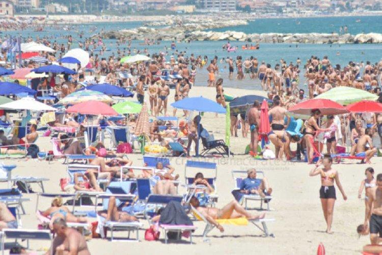 https://www.ragusanews.com//immagini_articoli/21-05-2021/prenotazioni-vacanze-tutti-in-sicilia-prima-per-voli-e-hotel-500.jpg