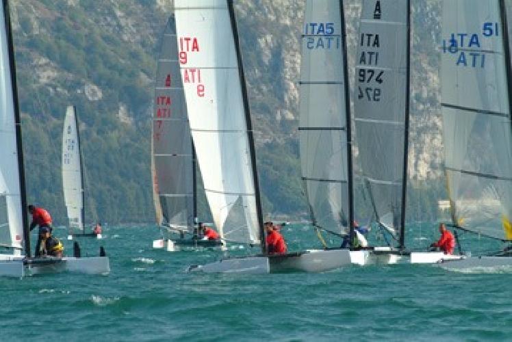 https://www.ragusanews.com//immagini_articoli/21-06-2012/giummarra-al-campionato-europeo-catamarani-classe-a-500.jpg