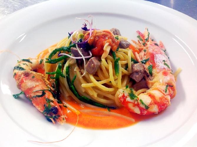 http://www.ragusanews.com//immagini_articoli/21-06-2015/spaghetti-ai-frutti-di-mare-la-ricetta-500.jpg
