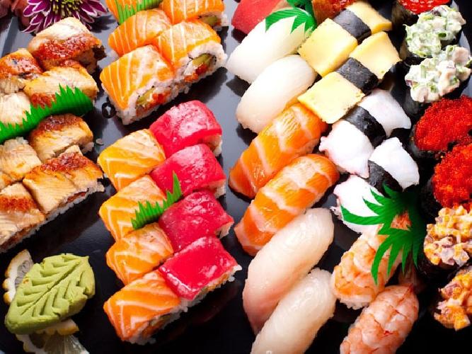 http://www.ragusanews.com//immagini_articoli/21-06-2015/sushi-e-geishe-al-galu-video-500.jpg