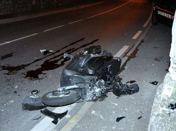http://www.ragusanews.com//immagini_articoli/21-06-2017/incidente-arizza-ferito-scooterista-26enne-500.jpg