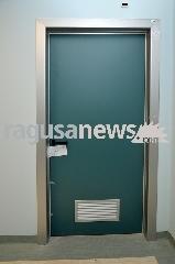 http://www.ragusanews.com//immagini_articoli/21-06-2017/ospedale-sigilli-rimossi-quattro-indagati-240.jpg
