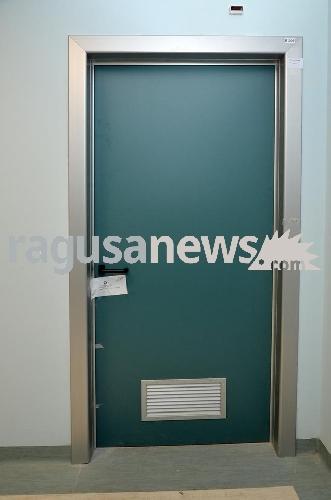 http://www.ragusanews.com//immagini_articoli/21-06-2017/ospedale-sigilli-rimossi-quattro-indagati-500.jpg