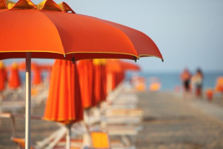 http://www.ragusanews.com//immagini_articoli/21-06-2017/spiaggia-arriva-coco-prenotare-lombrellone-500.jpg