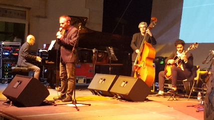 http://www.ragusanews.com//immagini_articoli/21-06-2017/vittoria-jazz-fest-gaetano-riccobono-omaggia-frank-sinatra-240.jpg