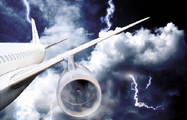 https://www.ragusanews.com//immagini_articoli/21-06-2018/aereo-colpito-fulmine-costretto-atterrare-palermo-240.jpg